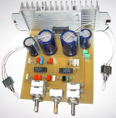 Фото 5.Печатная плата НЧ фильтра и УМ с установленными радиоэлементами.  Вид со стороны монтажа радиоэлементов.